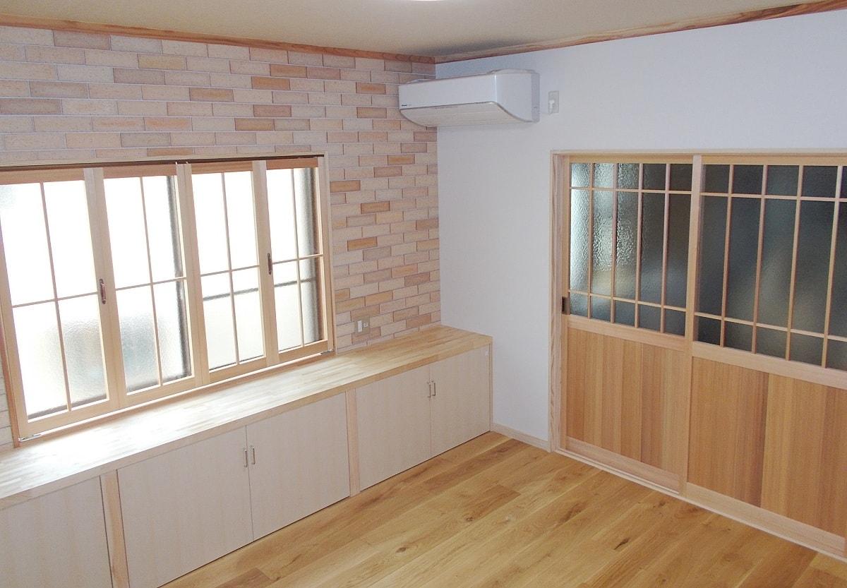 畳敷きの和室から無垢の床板を貼った洋室にリフォーム