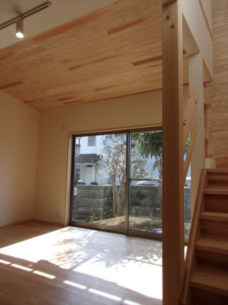 ダイニングの杉板張り天井
